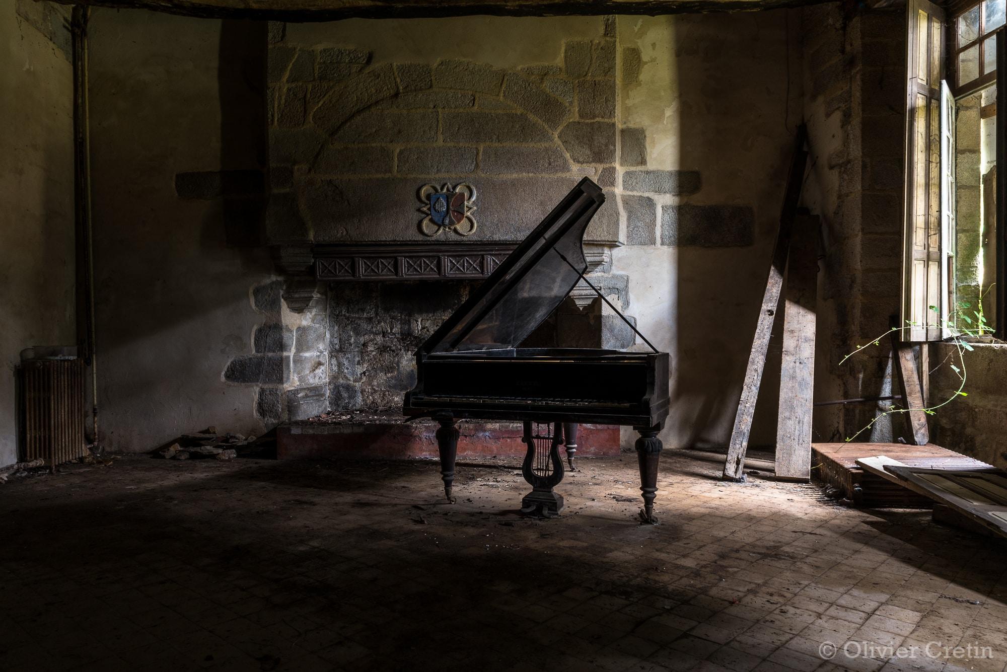 Urbex le ch teau jules c sar olivier cretin - Un piano dans la theiere ...