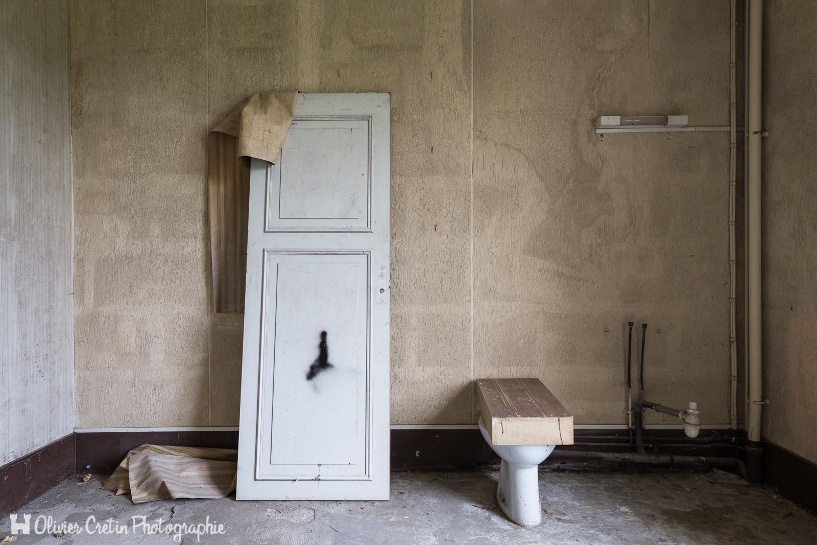 toilettes archives olivier cretin. Black Bedroom Furniture Sets. Home Design Ideas