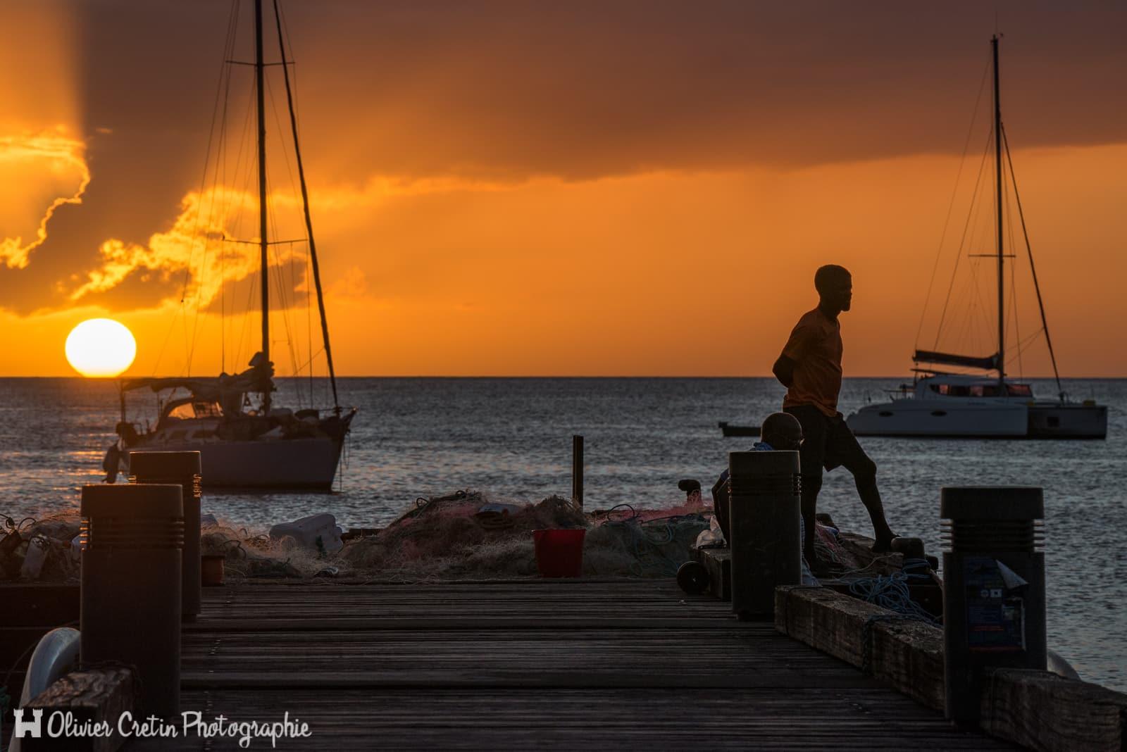 Guadeloupe - Vieux Habitants - Pêcheurs au coucher de soleil à l\'anse à la Barque