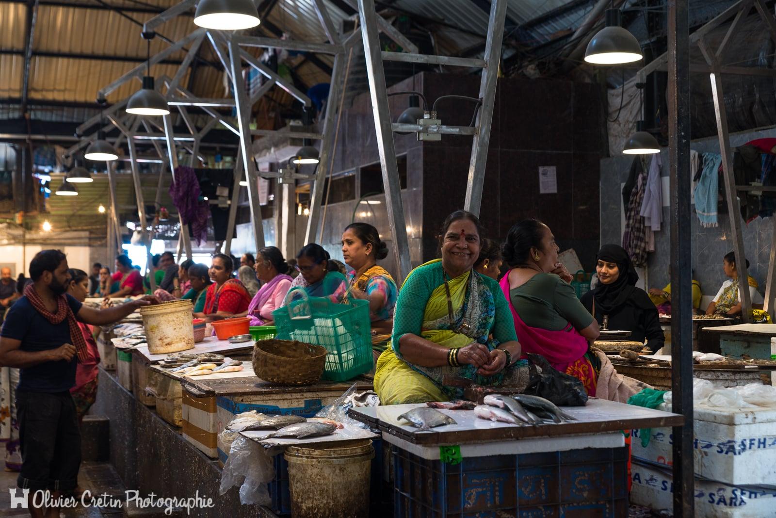 Inde - Mumbai - Alignement de poissonnières (Null Bazar)