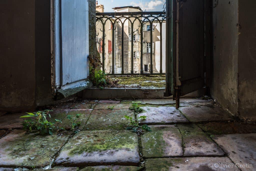 02_Château-de-l'archéologue-–-Le-jardin-intérieur__DSC1631-1024x684.jpg