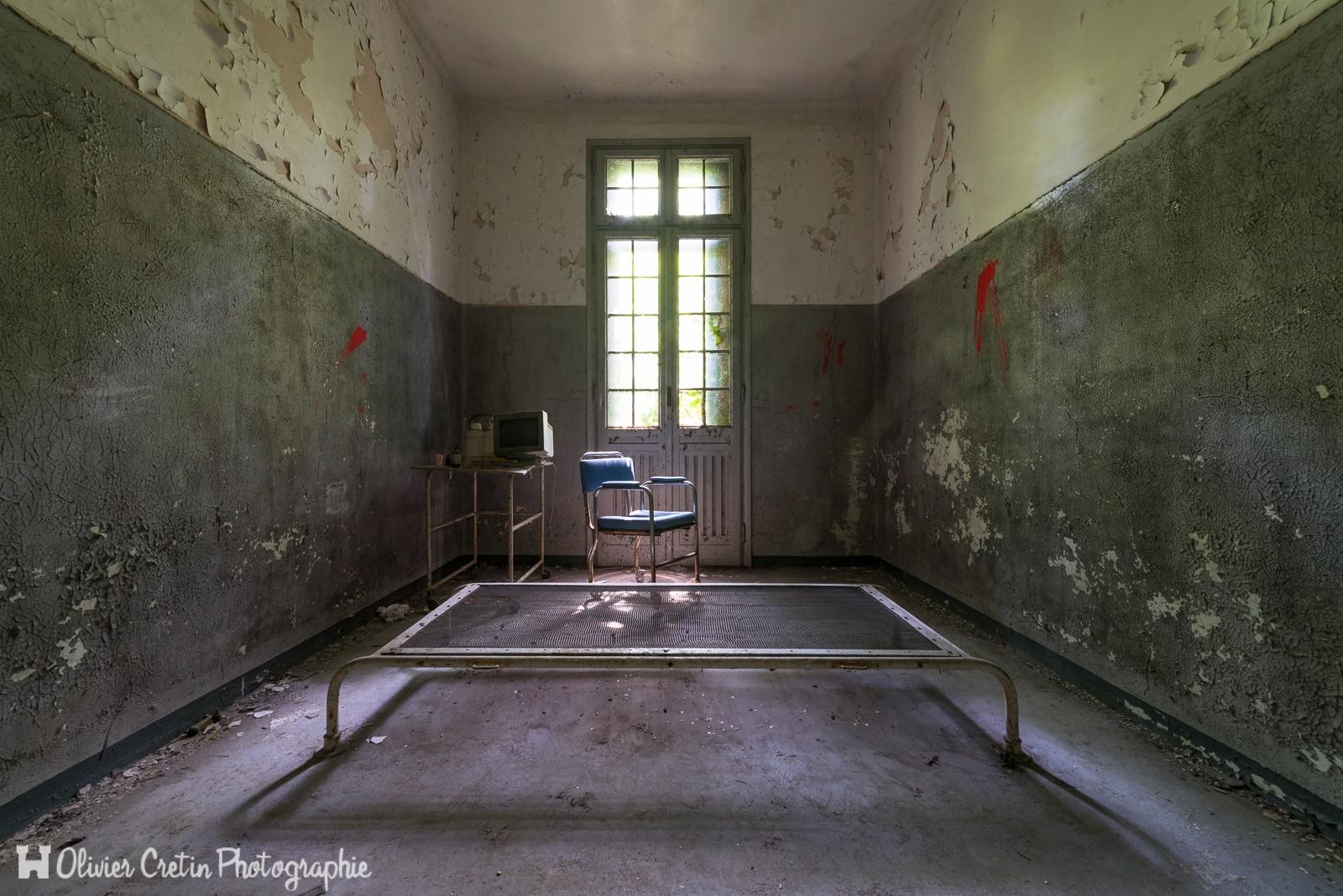 L'Hôpital psychiatrique de l'électrochoqueur (Manicomio di V)